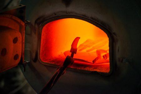 Производство ножей, ложкорезов и другого инструмента для резьбы по дереву киевской компании BeaverCraft (Украина), а также других товаров для резьбы и резчиков по дереву, фото с производства, фото с завода, изготовление ножа, ложкореза, инструментов