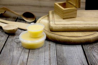 Купить восковую смесь из натурального пчелиного воска для покрытия древесины и деревянных изделий в Киеве (Украина)